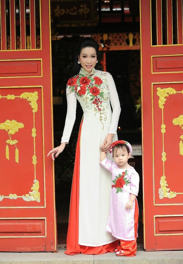 Cô con gái nhỏ của Trịnh Kim Chi ra đời khi chị bước sang tuổi 43 khiến nhiều người cảm thấy bất ngờ.