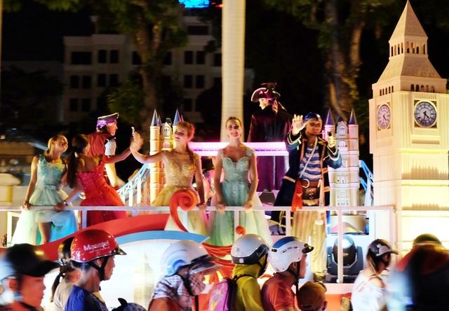 Tưng bừng lễ hội đường phố ở Đà Nẵng - 4