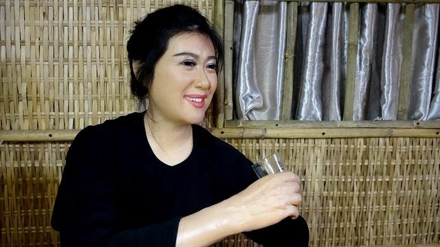 Mái tóc và đôi mắt rất hồn của nghệ sỹ hài Thanh Thủy.