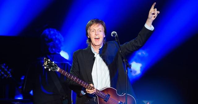 """Paul McCartney: Trong tour """"Out There"""", Paul đã khiến các fan Nhật khá thất vọng khi ông rời lịch tất cả các buổi biểu diễn sang vài tháng sau đó. Nguyên nhân là bởi nam ca sĩ bị nhiễm phải một loại virus lạ, bác sĩ yêu cầu Paul phải nghỉ ngơi tĩnh dưỡng thay vì tiếp tục di chuyển khắp thế giới để biểu diễn."""