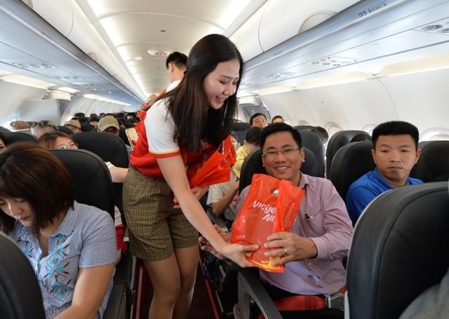 """Gần 200 hành khách Vietjet cùng hát """"Nối vòng tay lớn"""" mừng quốc khánh 2/9 - 12"""