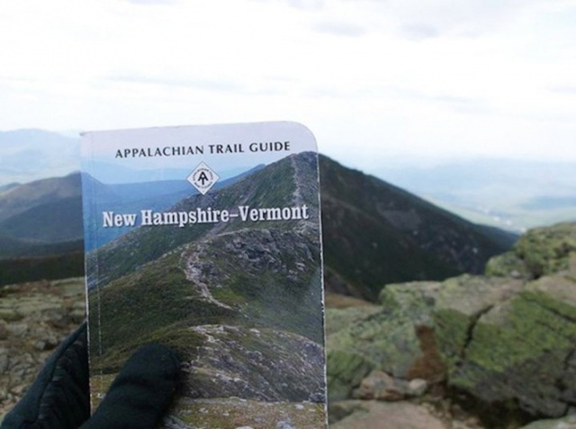Hình ảnh từ một tấm thiệp ăn khớp với ngọn núi thực tế.