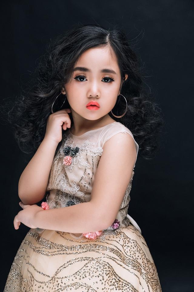 Thoát khỏi hình ảnh công chúa nhỏ, Bảo Ngân thật phong cách với đôi mắt sâu hút hồn