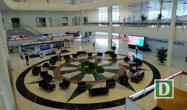 Sảnh Trung tâm, tại đây có khu vực chung đảm bảo phục vụ 1.000 phóng viên tác nghiệp cùng lúc với hệ thống truyền tải internet tốc độ cao
