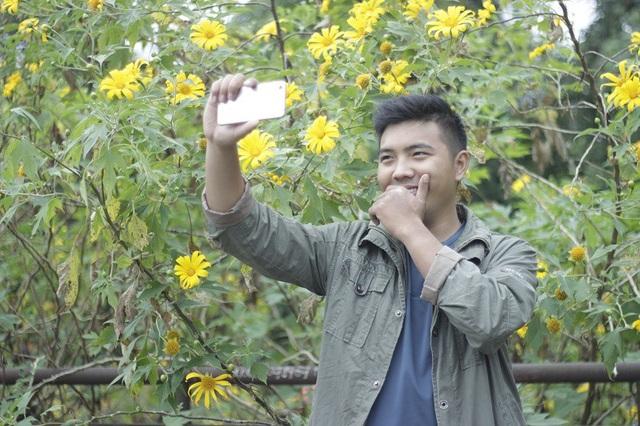 Giới trẻ đổ xô đi ngắm hoa dã quỳ Ba Vì - 10