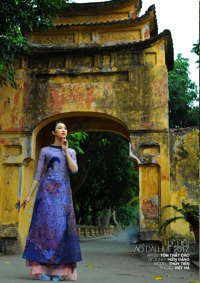 Áo dài NTK Hiền Đặng trên nền tranh cố họa sĩ Tôn Thất Đào