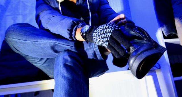 Khách không đi giày sẽ được phát một đôi giày da chuyên mang vào mùa đông, găng tay và mũ lông.