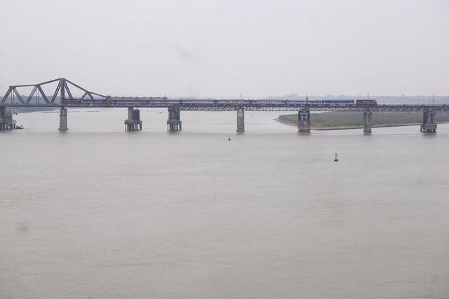 Hiện tại chỉ còn xe đạp, xe máy và tàu hỏa được phép qua cầu.