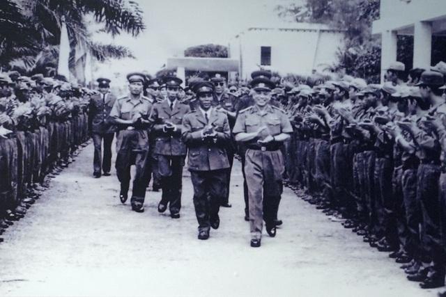 Đoàn đại biểu quân sự cấp cao nước Cộng hòa Dân chủ Nhân dân Lào thăm Trường Sỹ quan Lục quân 1 (Việt Nam) tháng 1/1981.