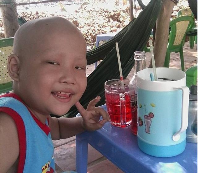 Dù bệnh tật, Nam vẫn vui vẻ yêu đời và mong sớm lành bệnh để được đi học