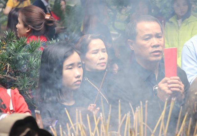 Người Hà Nội tấp nập đi chùa, đường phố ùn tắc kéo dài - 5