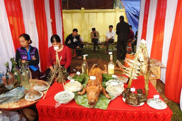 Phần thi các món ăn dân tộc, đặc sản của người Mường.