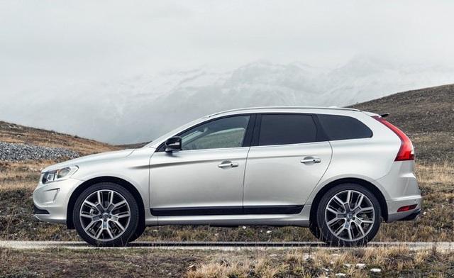Thuộc phân khúc SUV cỡ trung hạng sang, Volvo XC60 2017 tạo điểm nhấn khác biệt hơn so với các đối thủ nhờ thiết kế Scandinavian. Xe sử dụng động cơ 5 xi-lanh, dung tích 2.5L, kết hợp hệ dẫn động bốn bánh.