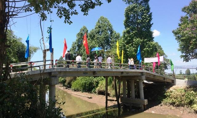 Sau hơn 2 tháng thi công, cầu Dân trí bắc qua kênh Cái Bàn chính thức được hoàn thành
