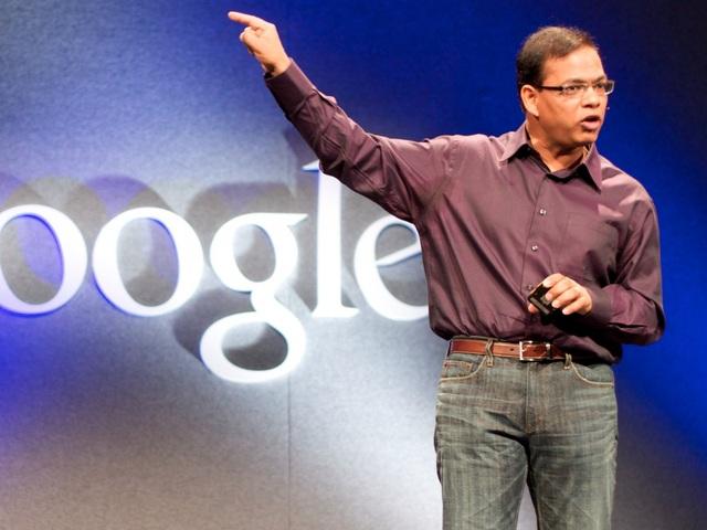 Tuy nhiên, việc quá chú trọng đến tiểu tiết và định hướng quản lý của Mayer khiến nhiều nhân viên tại Google không phục. Doug Bowman, một nhà thiết kế nổi tiếng tại Google thậm chí xin nghỉ việc vì không thể làm việc chung với bà. Những rắc rối sau đó tiếp tục kéo dài, cho tới khi một nhân vật quan trọng khác tại Google là Amit Singhal đích thân tới gặp Larry Page và yêu cầu cho Mayer rời đội phụ trách mảng tìm kiếm.