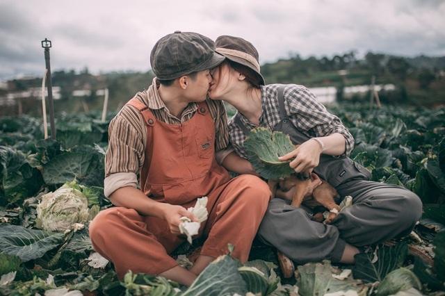 Bộ ảnh cưới bình dị của đôi bạn trẻ giữa... cánh đồng bắp cải - 11