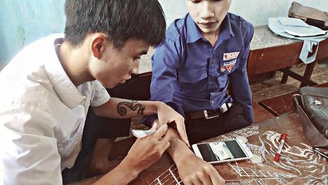 """""""Kiệt tác"""" vẽ có """"một không hai"""" của nam sinh trường Duy Tân - 10"""