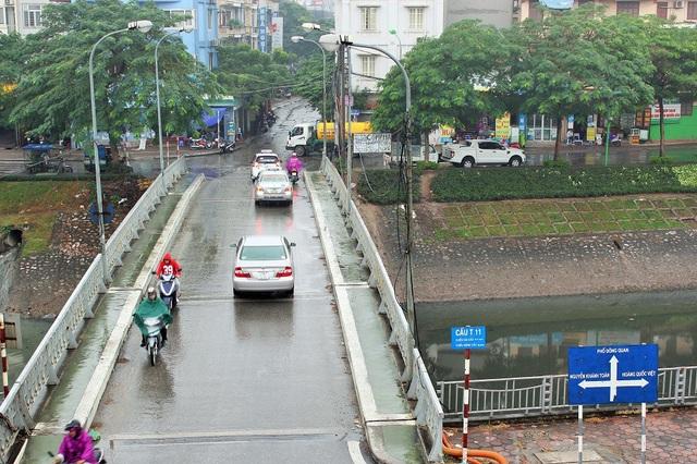 Phố mới mang tên nhà tư sản yêu nước Trịnh Văn Bô (1914-1988) nằm trên địa bàn quận Cầu Giấy. Phố Trịnh Văn Bô nằm trên điểm giao cắt phố Nguyễn Đình Hoàn tại cầu T11, đến ngã ba giao cắt đường Phùng Chí Kiên tại cổng sau Học viện Quốc phòng.