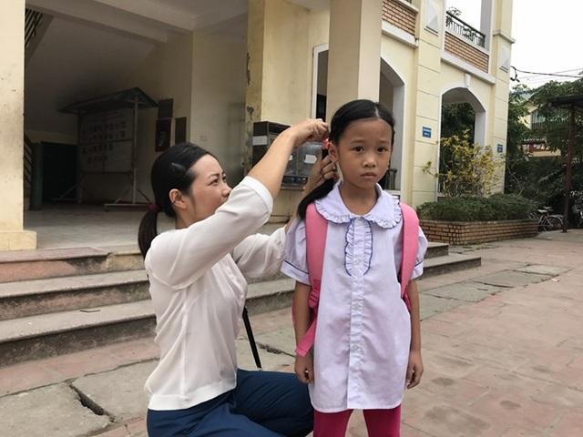 Cô giáo Thùy với bao vất vả lo toan nhưng các con vẫn học giỏi và bản thân cô luôn đoạt giải giáo viên giỏi. (ảnh: Mỹ Hà)