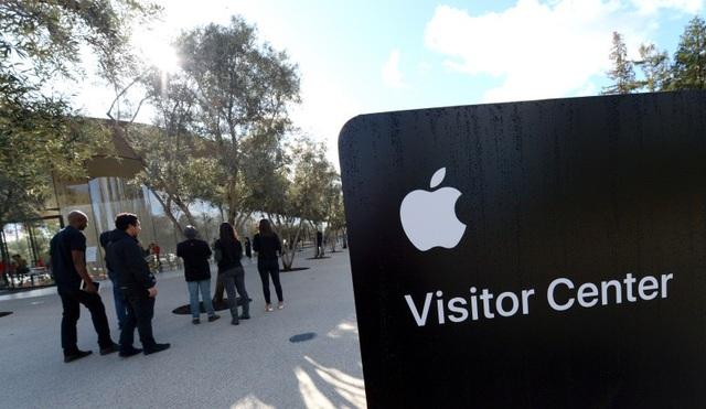 Hiện Apple vẫn chỉ giới hạn một khu vực nhất định dành cho khách thăm quan. Do vậy chúng ta vẫn chưa ngắm nhìn được toàn bộ khuôn viên khu vực với kiến trúc đồ sộ và vườn cây rộng lớn.