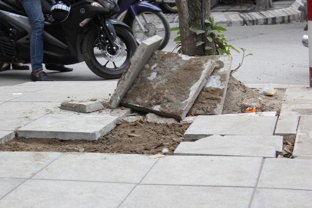 """Hà Nội: Đá lát """"bền vững 70 năm"""" vỡ nát sau hơn 1 năm sử dụng - 3"""