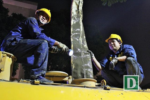Gần 200 công nhân trắng đêm nạo vét hồ Hoàn Kiếm - 7