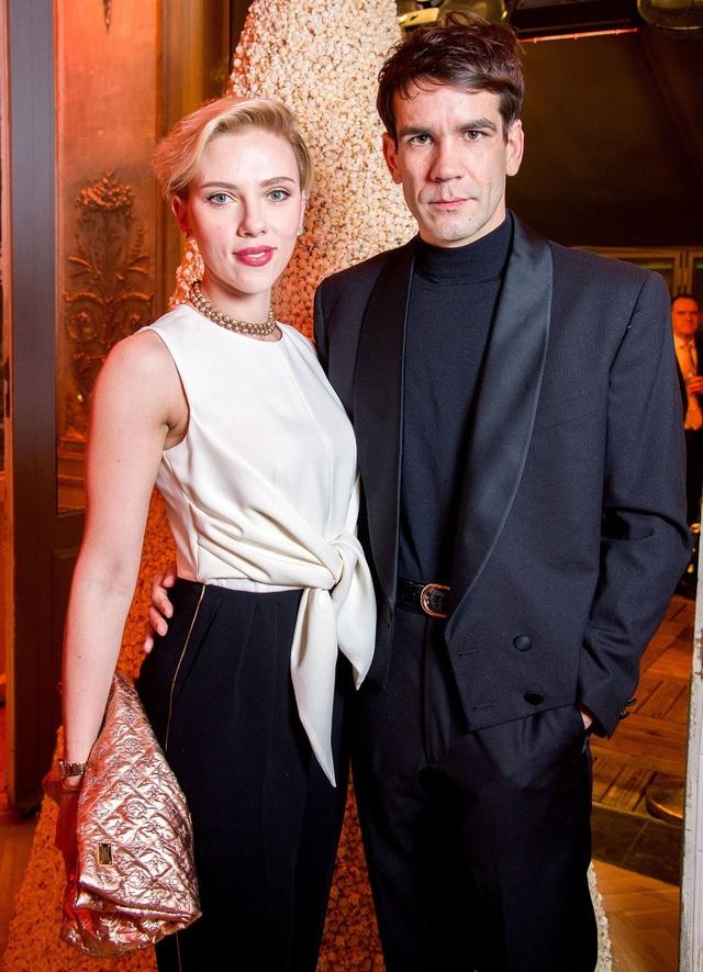 """Biểu tượng sex"" Scarlett Johansson ly hôn"