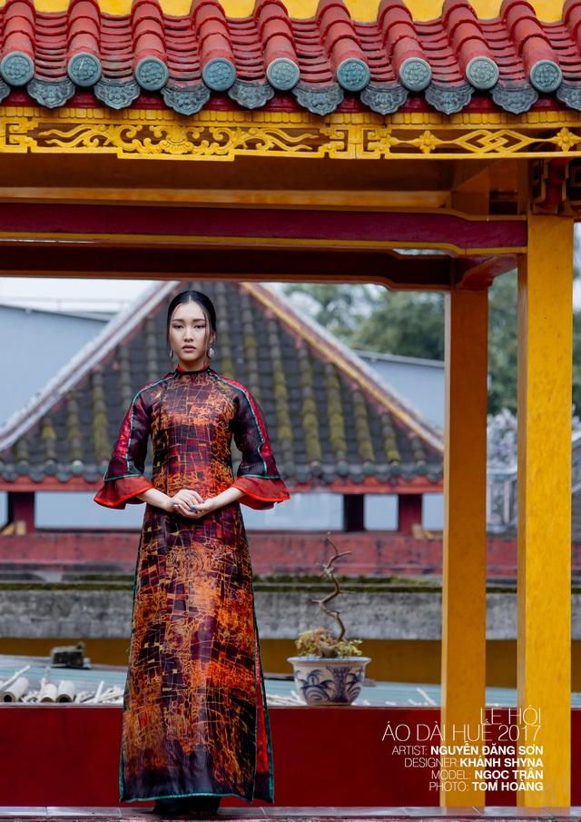 Áo dài NTK Khánh Shyna trên nền tranh họa sĩ Nguyễn Đăng Sơn
