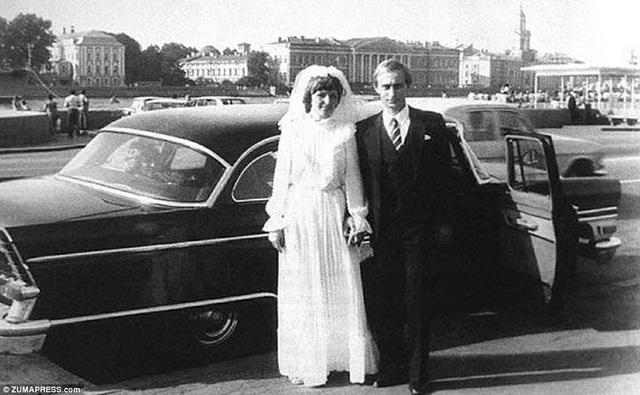 Sau vài năm đính hôn, cặp đôi đã tổ chức đám cưới tại thành phố Saint Petersburg.