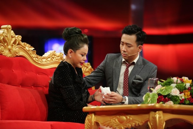 Lê Giang nghẹn ngào khi kể lại chuyện cũ trong Sau ánh hào quang trên sóng HTV khiến chồng cũ ảnh hưởng nặng nề.