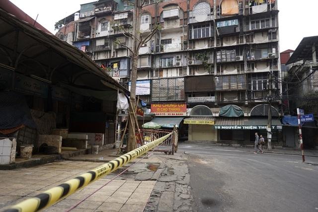 Chợ Đồng Xuân đóng cửa.