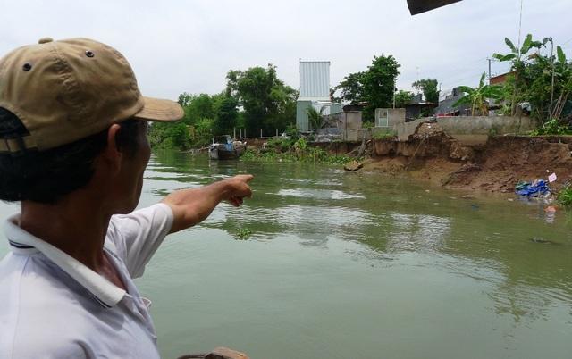 Theo người dân ấp Bình Hòa cho biết, hiện tượng sạt lở khu vực này chưa có dấu hiệu dừng lại, nhất là khi mưa xuống