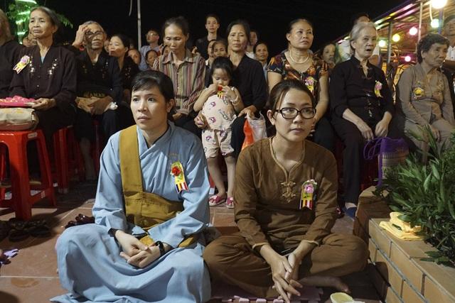 Dù màu hoa hồng cài trên áo có khác nhau với ý nghĩa còn cha mẹ hay cha mẹ đã khuất bóng, đối với mỗi Phật tử, lễ Vu Lan luôn mang lại cảm xúc đặc biệt, gợi nhắc công ơn lớn lao của đấng sinh thành.