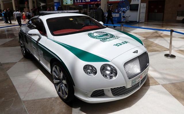 Chán siêu xe, cảnh sát Dubai chuyển sang môtô bay - 17