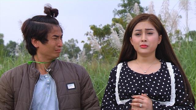 MC Võ Thanh Hiền và đạo diễn Mai Long trong một cảnh quay.