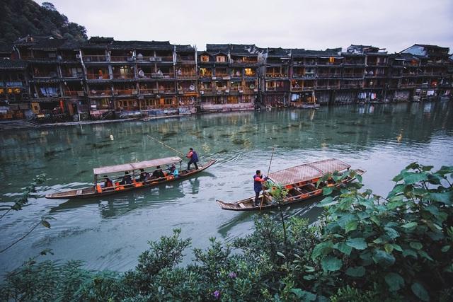 Vẻ đẹp tiên cảnh của Phượng Hoàng cổ trấn giữa Trung Hoa phồn thịnh - 1