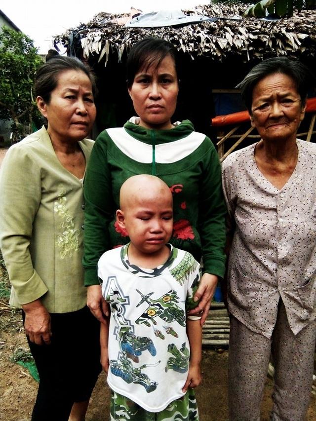 Gia đình nghèo khổ này chỉ còn người phụ nữ trẻ là còn sức để làm việc, còn bà ngoại và bà cố của Nam hầu như không còn sức để lao động