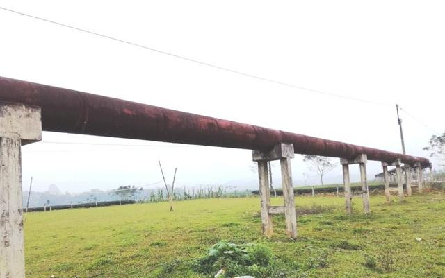 Đường ống dài hơn 596m, phi 600, chạy vòng qua cánh đồng cây Mãn