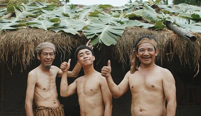 Đỗ Duy Nam (giữa ảnh) và các diễn viên trong phim hài Tết: Bờm