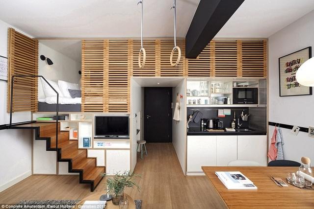 Ngay cả những không gian nhà nhỏ vẫn có thể cho phép bạn có được một không gian sống xinh xắn. Như căn hộ này, không gian phòng ngủ nằm phía trên một phòng diện tích phụ, giúp gia tăng diện tích cho không gian chung.