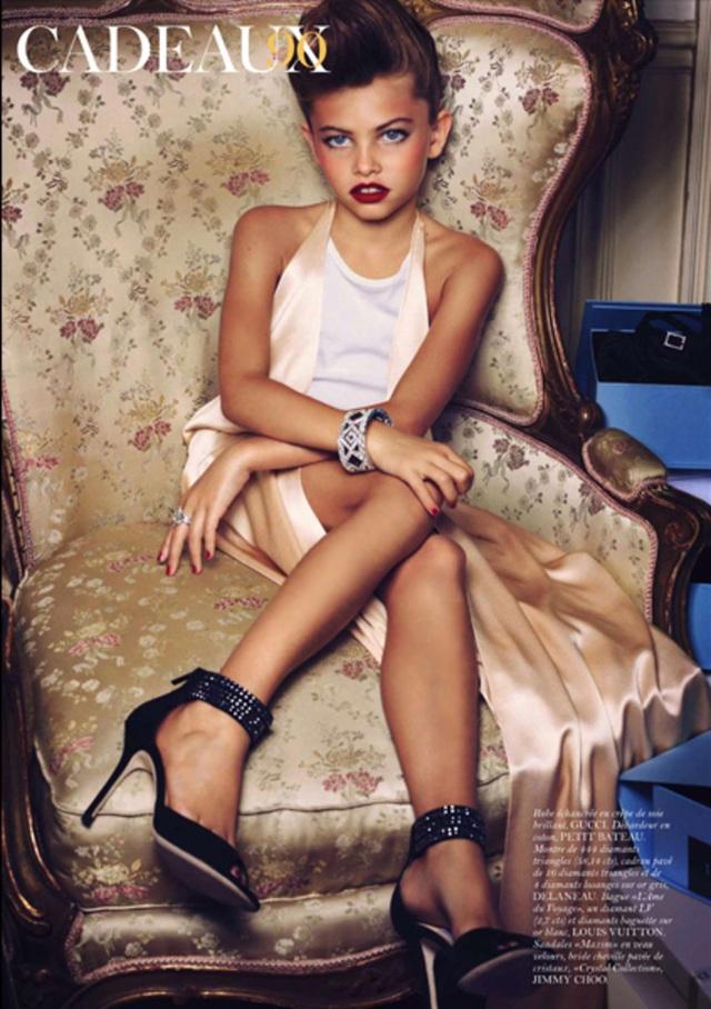 """Năm Thylane lên 10 tuổi, cô bé trở thành tâm điểm gây tranh cãi khi xuất hiện trong một bộ ảnh bị cho là """"gợi tình"""" của một tờ tạp chí thời trang hàng đầu nước Pháp."""