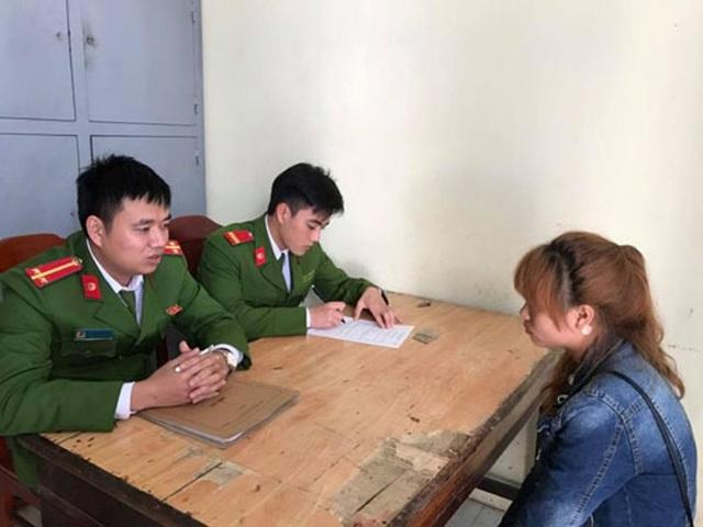 Công an huyện Quảng Xương đang gọi hỏi, răn đe và tuyên truyền, vận động một số công dân xã Quảng Nham không xuất cảnh trái phép