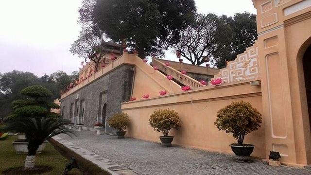 Những lớp tường ở cổng Đoan Môn lúc mới quét ve. Ảnh: KM.