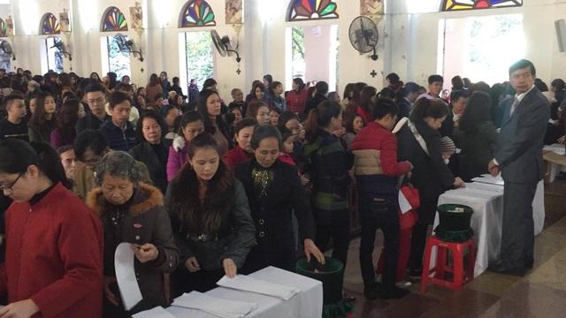 Chen nhau hái lộc Thánh đầu năm mới cầu bình an - 4
