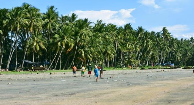 """Hè này, xã đảo Tam Hải không chỉ có dừa, biển, ghềnh Bàn Than…mà còn có làng Bích họa """"made in"""" sinh viên xinh lung linh."""