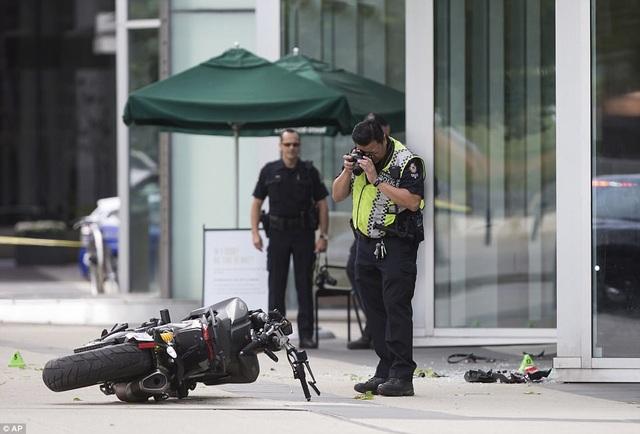 Hoạt động quay phim hiện tại đã bị ngưng lại, cảnh sát đã có mặt tại hiện trường để điều tra vụ việc.
