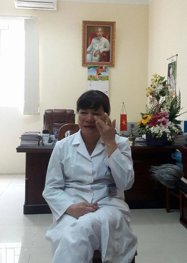 Bác sĩ Cần không kìm được nước mắt khi nhớ lại những hoàn cảnh bất hạnh, éo le của bệnh nhân nghèo