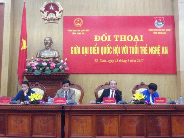 Các đại biểu Quốc hội tỉnh Nghệ An tham dự buổi đối thoại.