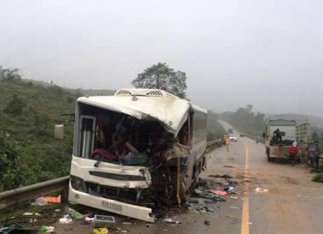 Chiếc xe khách sau vụ tai nạn