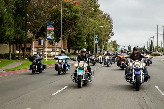 Cảnh trong phim Giấc mơ Mỹ với dàn moto khủng.